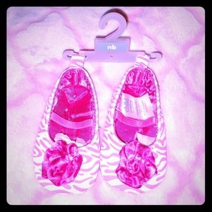 🍭 NWT's Newborn Pink White Zebra Print Shoes 🍭